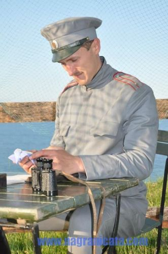 Димо Алексиев в ролята на офицера Йордан Йовков – солидно екранно присъствие, но театрална интонация.