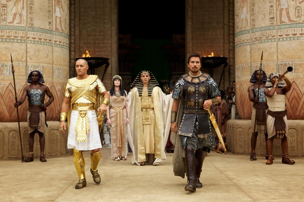 Три силни роли - на Джоуел Еджъртън като Рамзес II, на Джон Тюртюро като стария фараон Сети, и на Крисчън Бейл като Мойсей.