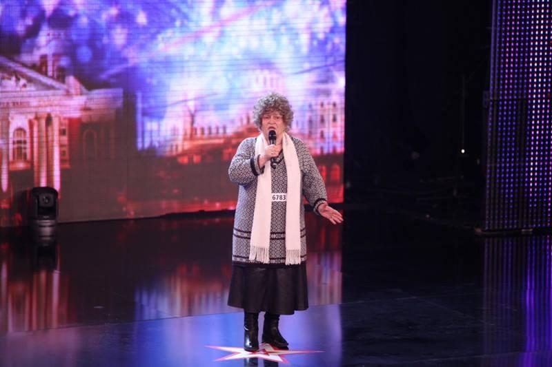 """За поредна година """"България търси талант"""" преминава под формата на фрийк-шоу, в което участниците се радват, че са станали обект на всеобща подигравка."""
