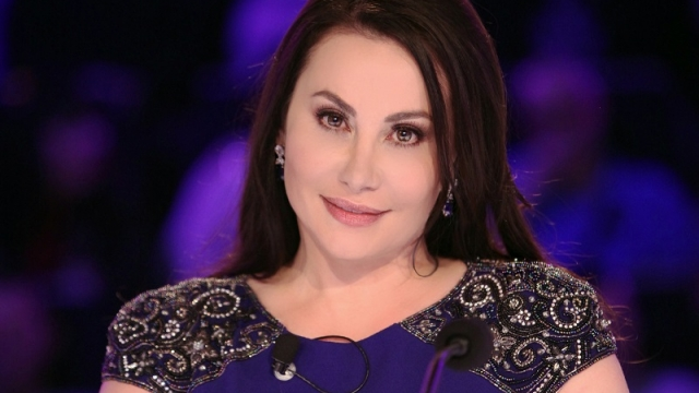 Дарина Павлова е извикана, за да запълва с булевардно съдържание пробойните в шоуто, но засега не се справя с единствената си задача.