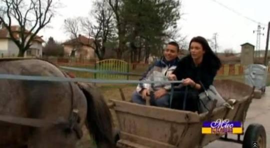 """Бивша Мисис България в селската каруца: епизод 2 от """"Мис Пепеляшка""""."""