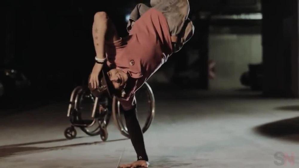 Танцьорът без крака Пламен Любенов е един от малкото участници, които заслужават поклон.