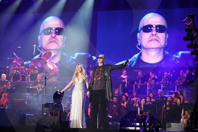 """Концертът на Слави Трифонов в """"Арена Армеец"""" беше силен коз, който bTV извади срещу хитовото имитаторско шоу на Нова."""
