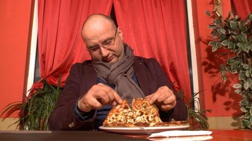 """""""Кошмари в кухнята"""" е по-скоро актьорски tour de force на шоумена Иван Манчев, отколкото готварско предаване."""