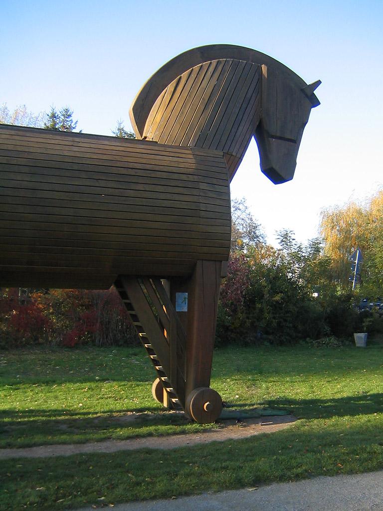 Възстановка на Троянския кон в музея на откривателя на Троя Хайнрих Шлиман.