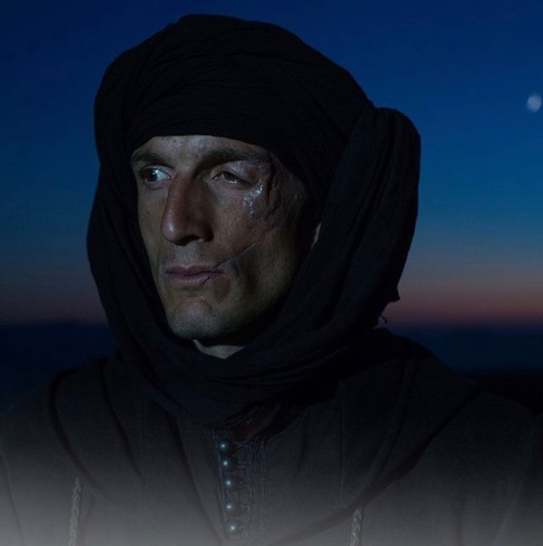 Горан Гънчев (Амит Ага) и Владимир Зомбори (Стоилко Лъжебогородицата) се открояват със силните си изяви в поддържащия актьорски състав, където впрочем почти няма слабо изпълнение.