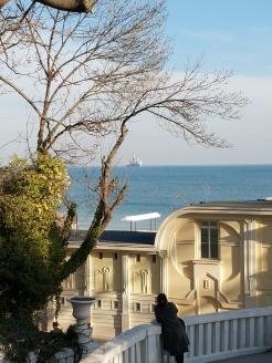 В слънчев мартенски ден разходката до Морската градина е по-приятна дори от лятото.