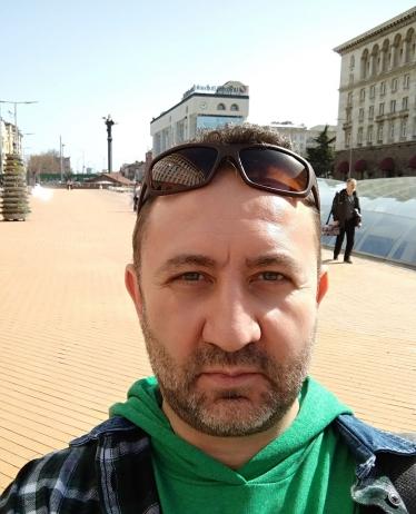 Селфи на турист в центъра на София.