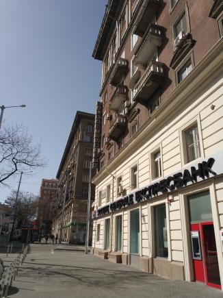 """""""Дондуков"""" в частта си близо до Правителството си е Булевардът на банките. Тук само в рамките на няколкостотин метра има клонове на десетина трезора един след друг."""