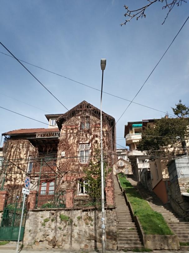 Един наистина стар и достолепен град, израснал вертикално.