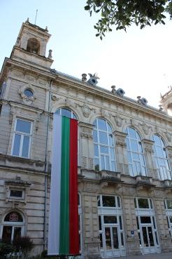 Театърът беше основно реновиран през 2001-а и днес предлага четири салона с различна големина.