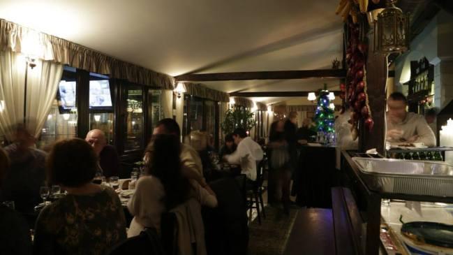 Заплатите на сервитьорите у нас може и да са ниски, но ресторантите ни са винаги пълни.