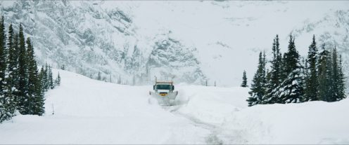 Филмът е ситуиран сред зимните пейзажи на Колорадо, но всъщност е заснет в Канада - от същия оператор - норвежския ветеран Филип Йогард.
