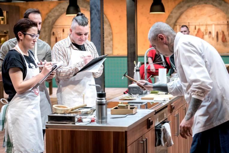 Шеф Михалчев с чукче в ръка: Master Chef е предаване преди всичко за готвене, но е и галерия от интересни характери.