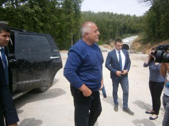 Бойко Борисов на инспекция край тунелите под Шипка в деня след изборите. Партията му очевидно е преяла с власт и търпи все повече негативи от нея, но на този етап остава без алтернатива в управлението.
