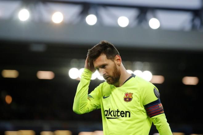 """Лионел Меси беше съкрушен след неочакваното отпадане на """"Барселона"""" от """"Ливърпул"""" и отказа да се зарадва дори на """"Златната обувка"""", която по-късно му връчиха като голмайстор на сезона."""