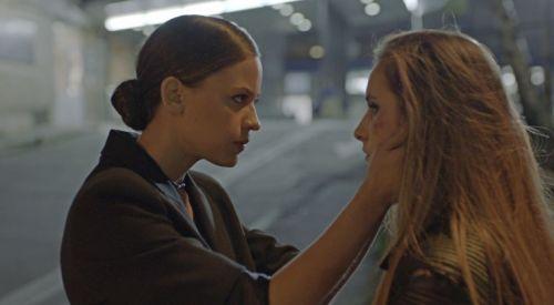 """Елена Телбис и Любомира Башева правят въздействащи роли в """"Лошо момиче"""" – без преиграване и декламиране, на каквото сме се наслушали в родното кино."""