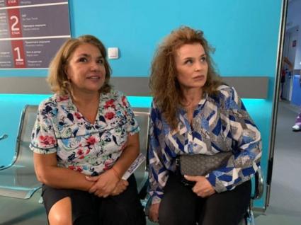 """Аня Пенчева (вдясно до Марта Вачкова) е най-новото попълнение в кастинга на """"Откраднат живот"""" и първата й роля в сериал от """"Хотел България"""" насам."""