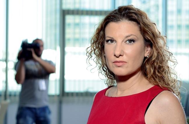 Емблематичната репортерка Миролюба Бенатова стана таксиметров шофьор и хвърли тежки обвинения към медийната среда у нас.