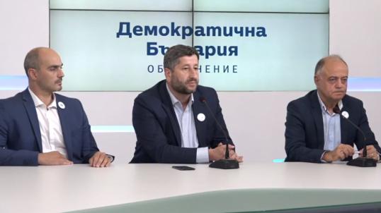 """В """"Демократична България"""" се гордеят със спечелените балотажи в столични райони, но освен да фокусират обществено недоволство, че полза от това няма, друг ефект не бива да очакват."""