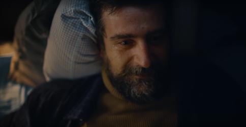 """Морякът, който пуска сълза за семейството си от далечния океан – въпреки хубавата си музика, адаптираната гръцка реклама на """"Джъмбо"""" не се прие добре от тукашната публика."""