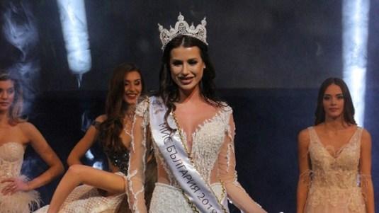 Новата носителка на националната корона Радинела Чушева.