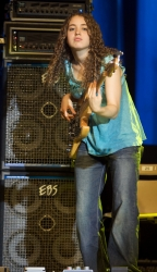 Tal_Wilkenfeld_2009_by_Guillaume_Laurent