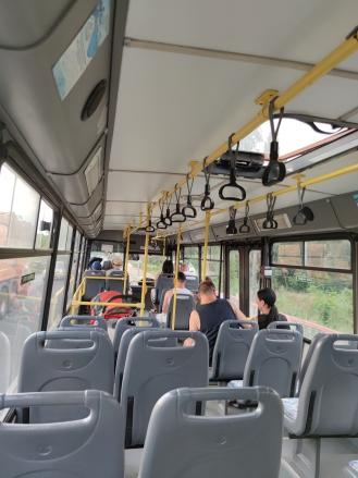 Празен автобус от Несебър до Слънчев бряг в пиков час – в други сезони това беше немислимо в края на юли.
